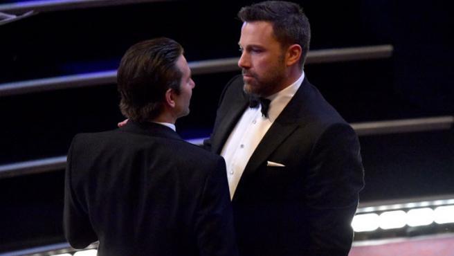 Ben Affleck agradece a Robert Downey Jr. y Bradley Cooper ayudarle con su rehabilitación