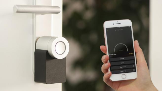 Uno de los dispositivos smart home que más se han popularizado son las cerraduras.