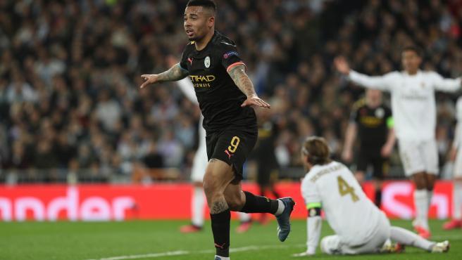 Gabriel Jesús celebra tras marcar en el Real Madrid - Manchester City.