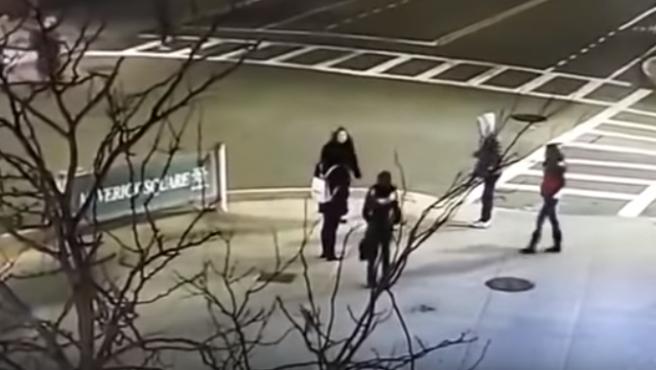 Un momento de la agresión racista en Boston (EE UU).
