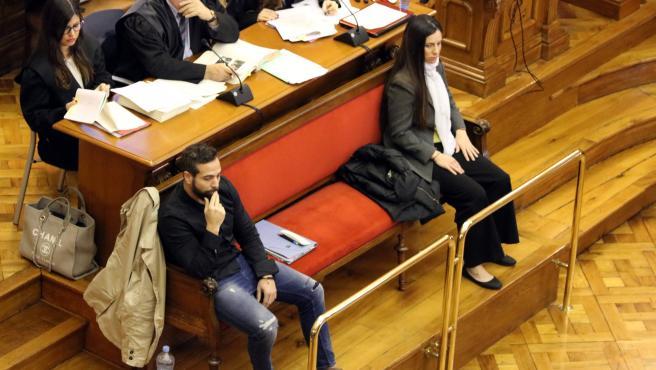 Els acusats Albert López i Rosa Peral durant el judici pel crim de la Guàrdia Urbana a l'Audiència de Barcelona el 27 de febrer del 2020. (Horitzontal)