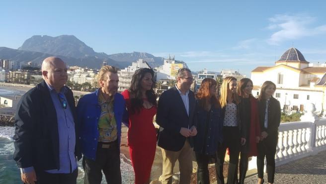 Timothy Spall, segundo por la izquierda, y Sarita Choudhury, tercera, junto al alcalde de Benidorm, Toni Pérez, e Isabel Coixet.