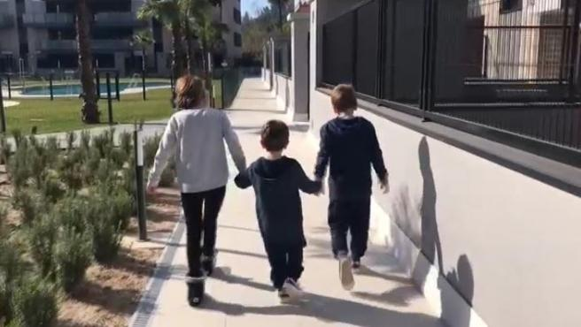 Mariam y Jose son padres de tres niños con ataxia, una enfermedad neurodegenerativa que va mermando sus capacidades.