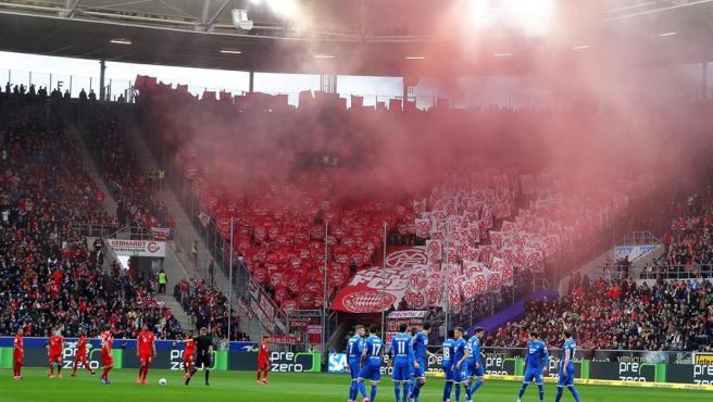 Un momento del partido entre el Hoffenheim y el Bayern.