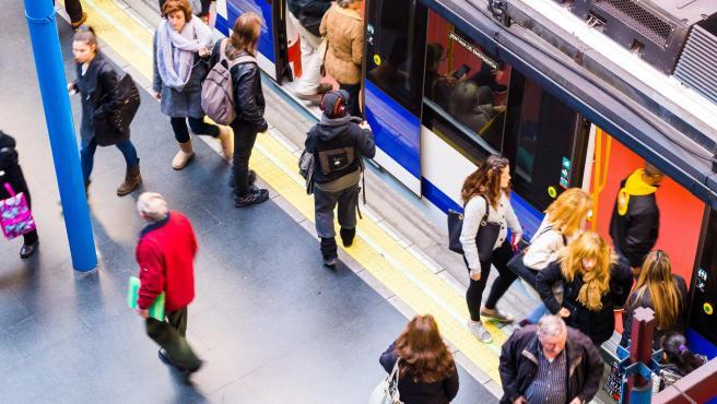 Imagen de recurso de viajeros en Metro de Madrid.
