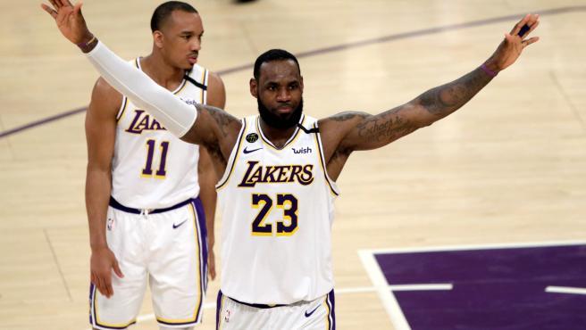 LeBron, durante la victoria de los Lakers sobre loslos Pelicans de Williamson