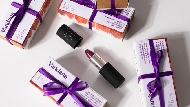 Saigu Cosmetics lanza un pintalabios violeta por los derechos de la mujer y del planeta