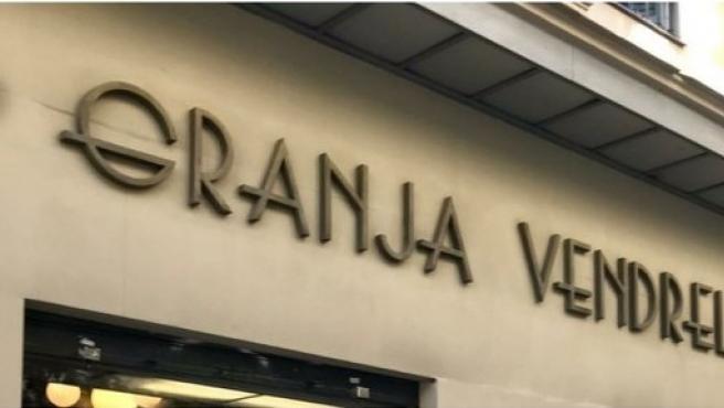 Unos falsos operarios roban las letras art déco de la Granja Vendrell de Barcelona