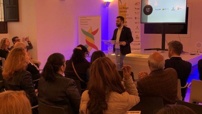 El alcalde de Cáceres presenta el producto 'Destino frontera' para promocionar el turismo rayano