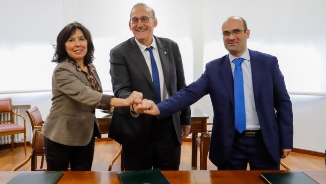 El rector de la UVigo, Manuel Reigosa, la directora de Amtega, Mar Pereira; el director de Retegal, Miguel Rodríguez