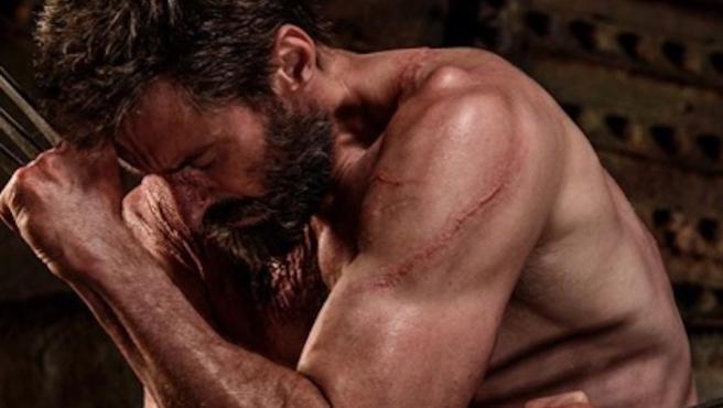 Hugh Jackman recuerda el aniversario de 'Logan' sin camiseta
