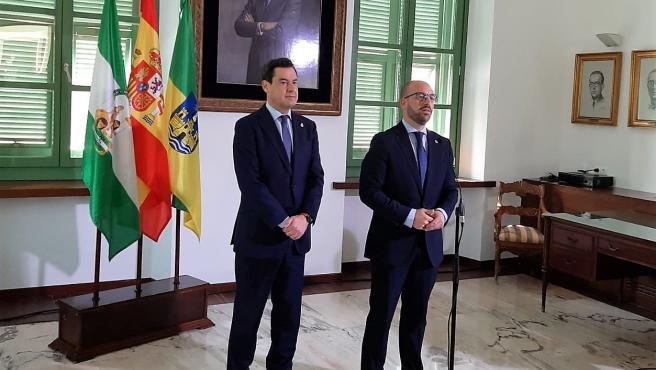 Juanma Moreno con el alcalde de El Puerto, Germán Beardo
