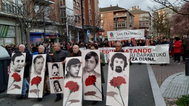 Miles de personas se manifiestan en Vitoria para reclamar justicia y reparación por la matanza del 3 de marzo de 1976
