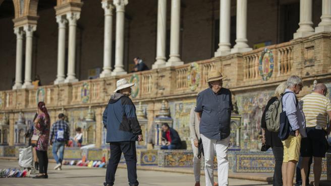 SEVILLA, 22.10.19. Turistas en la Plaza de España de Sevilla.(Andalucía, España).
