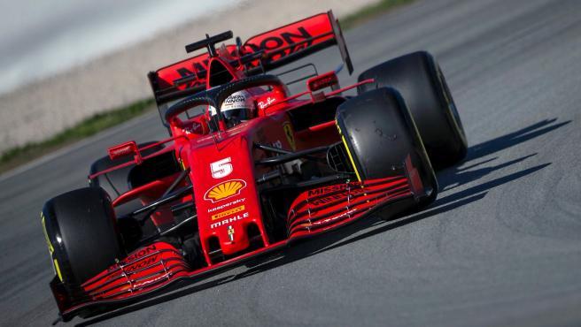Vettel, al volante de su Ferrari en los test de pretemporada de F1.