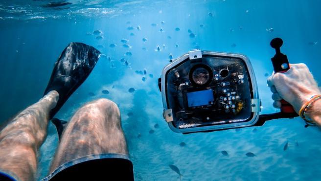 Las cámaras deportivas tienen la ventaja de que se pueden sumergir en el agua.