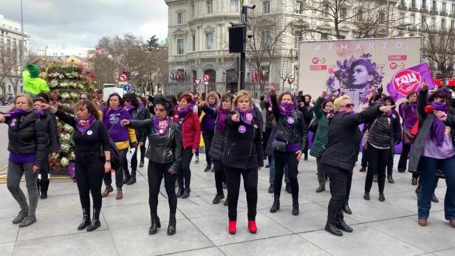 Feministas realizan la performance 'Un violador en tu camino'