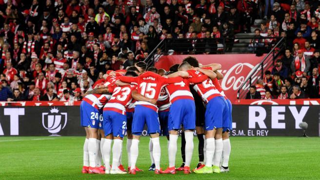 Jugadores del Granada se conjuran.