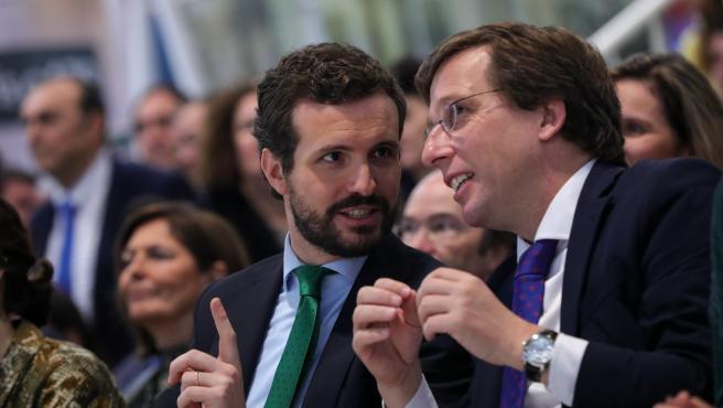 Imagen de recurso del presidente del Partido Popular, Pablo Casado (izq) y el alcalde de Madrid, José Luis Martínez-Almeida (dech).