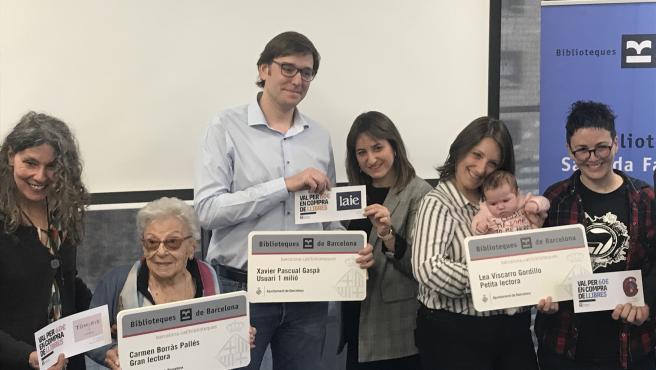 Carme Borràs, Xavier Pascual y Lea Viscarro. La usuaria más veterana, el usuario 1 millón y la usuaria más joven del Consorci de Biblioteques.