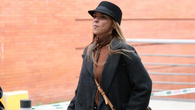 La cantante Chenoa paseando por Madrid.