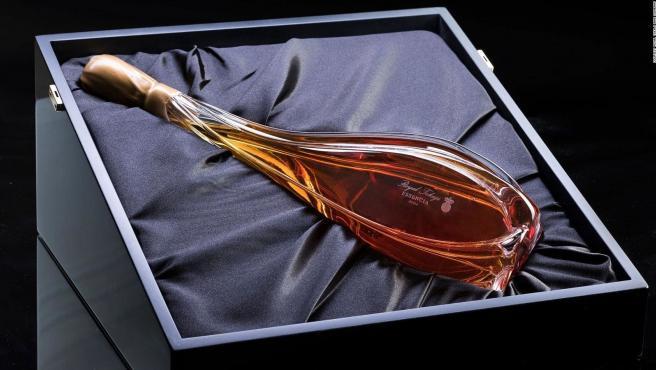 El jugo de 200 kilos de uva alcanza sólo para dos botellas del Eszencia Magnum.