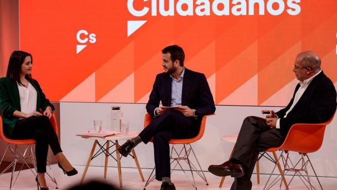 Los candidatos a la Presidencia de Ciudadanos, Inés Arrimadas y Francisco Igea, en un debate previo a las primarias.