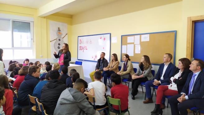 La viceconsejera de Educación y Deporte, María del Carmen Castillo Mena, y el delegado territorial de Educación y Deporte; e Igualdad, Políticas Sociales y Conciliación en Almería, Antonio Jiménez Rosales, visitan un colegio