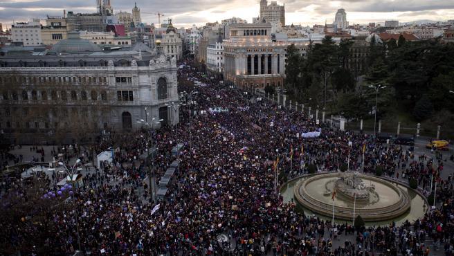 La plaza de Cibeles durante la marcha del 8-M