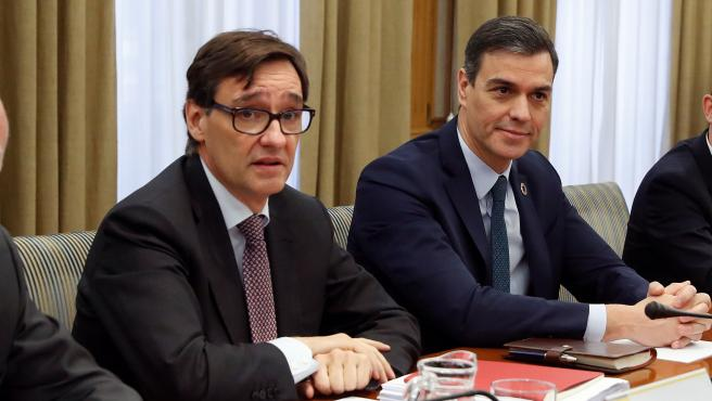 El presidente del Gobierno, Pedro Sánchez, y el ministro de Sanidad, Salvador Illa, en el gabinete de crisis del coronavirus.