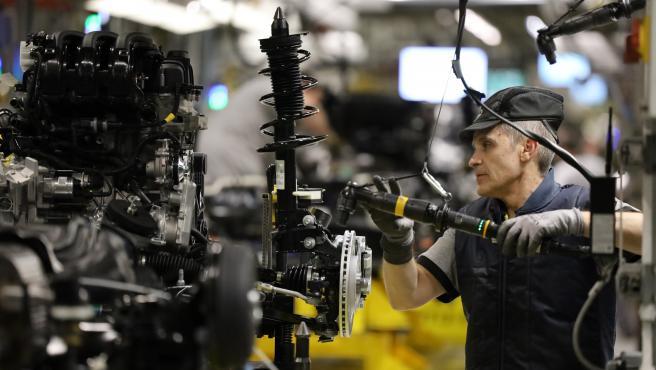 Trabajadores de la factoría de Opel en Figueruelas.
