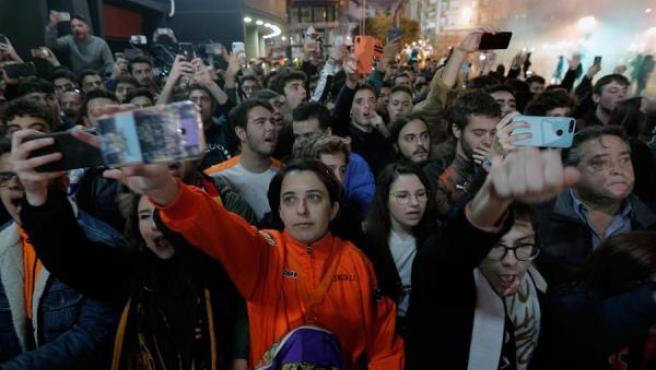 Los seguidores valencianistas, a las puertas de Mestalla.