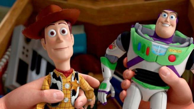 Buzz Lightyear anima a Woody por su coronavirus