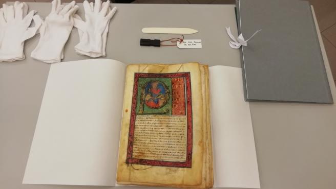 Detalle libro restaurado en el Archivo Municipal