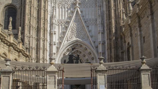 SEVILLA,03.09.19. Largas colas de turistas para visitar la Catedral .