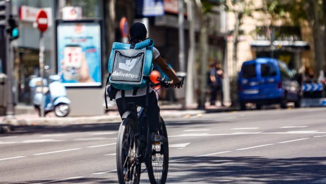 Deliveroo incorpora la opción que permite las entregas sin contacto