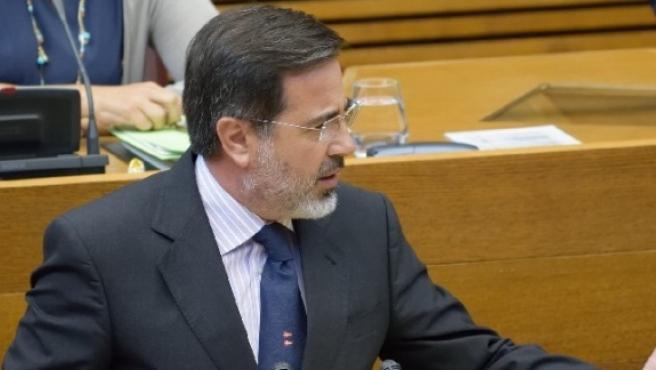 El portavoz de Vivienda del Grupo Popular en Les Corts, Alfredo Castelló,