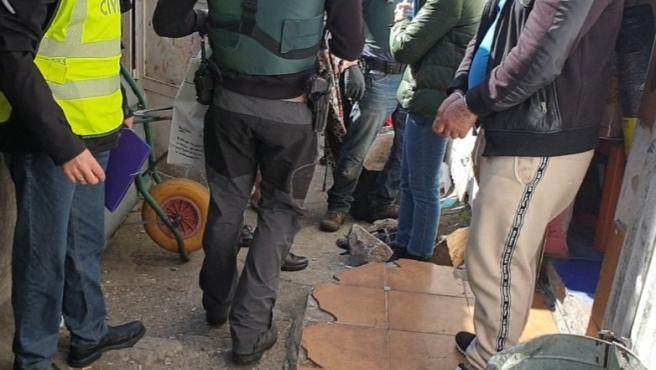 Operación 'Tachuela' desarrollada por la Guardia Civil en O Vao de Arriba, en Poio (Pontevedra), con diez integrantes de un clan familiar detenidos por supuesta venta y distribución de drogas.