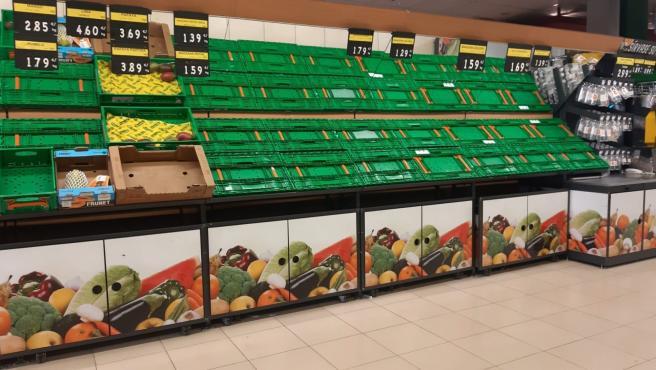 Prestatgeries vacias d'un supermercat a Mèrida