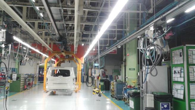 Los trabajadores de la planta de Mercedes-Benz en Vitoria, la fábrica más grande de Euskadicon unos 5.000 empleados, se han plantado y han parado de trabajar este lunes después de conocerse varios casos de coronavirus entre la plantilla y antes de la paralización de su producción, que estaba prevista para las 14.00 horas de este lunes por la crisis sanitaria.