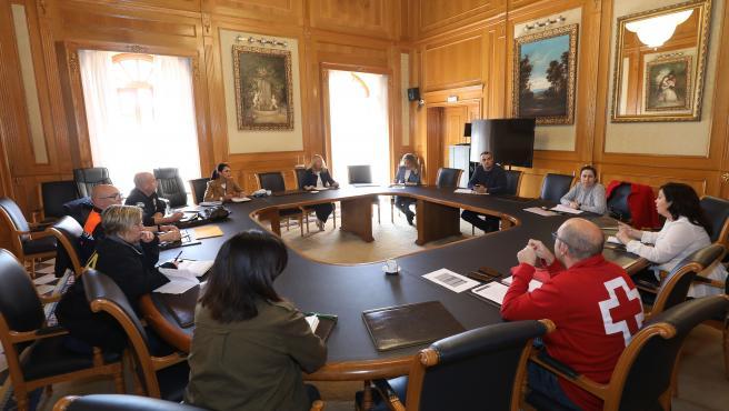 Reunión en el Ayuntamiento de Marbella sobre medidas de refuerzo de servicios sociales y ayudas a colectivos ante la pandemia de coronavirus