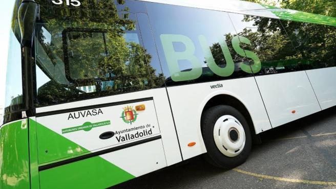 Uno de los autobuses de la flota de Auvasa.