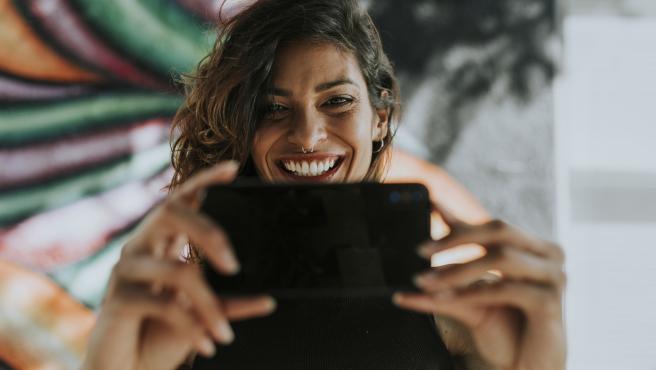 Quédate en casa y utiliza la tecnología para conectar con quienes echas de menos.
