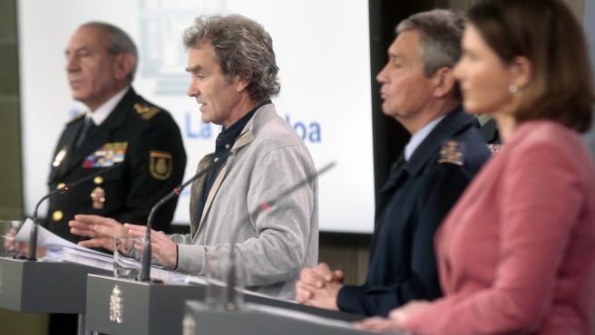 El DAO de la Policía, José Ángel González; el director del Centro de Coordinación de Alertas y Emergencias Sanitarias, Fernando Simón; el general del Ejército del Aire Miguel Ángel Villarroya;