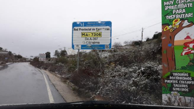 Leve nevada en una carretera provincial de Málaga este 17 de marzo de 2020