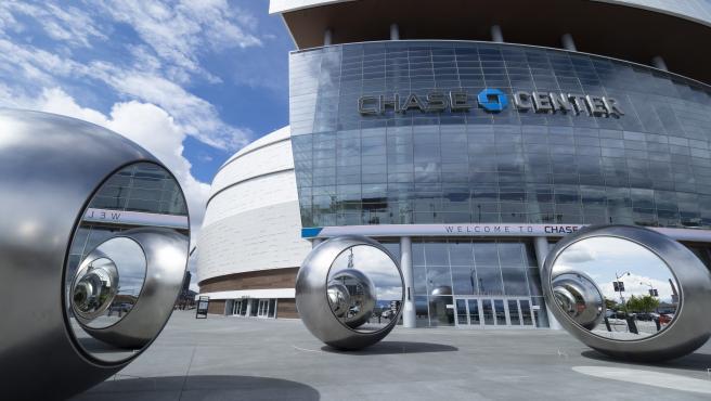 Entrada del Chase Center, pabellón del equipo de la NBA Golden State Warriors, cerrado por el coronavirus en San Francisco.