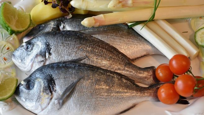 Lo mismo que con la carne ocurre con pescados y mariscos. No se pueden dejar de consumir durante la cuarentena, pero sí se pueden congelar para que el producto no se eche a perder.