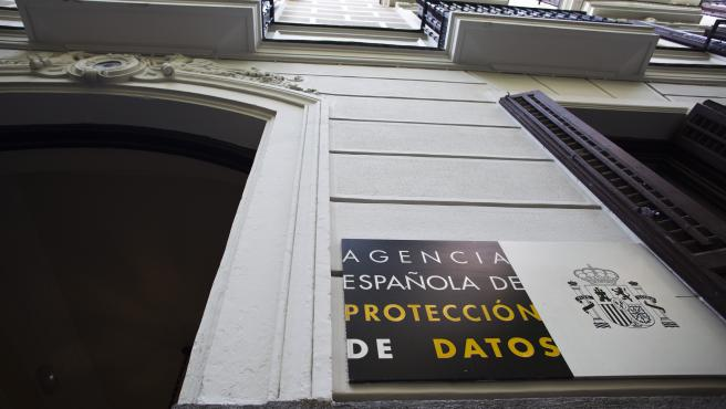 La Agencia Española de Protección de Datos es una entidad pública que vela por la protección de datos de los ciudadanos