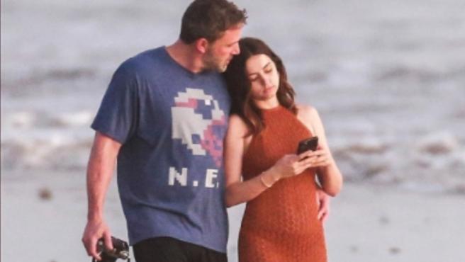 Ben Affleck y Ana de Armas disfrutan juntos de sus vacaciones.
