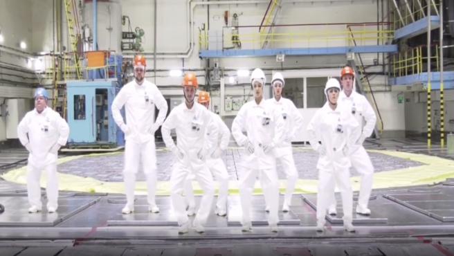 Los empleados de la central nuclear de Kursk, bailando sobre el reactor.